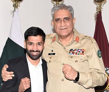 COAS General Bajwa meets boxer Muhammad Waseem