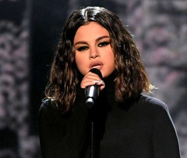 Selena Gomez suffers a 'panic attack' ahead of her first performance in two years