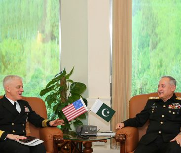 Commander US Navcent meets Chief Of The Naval Staff