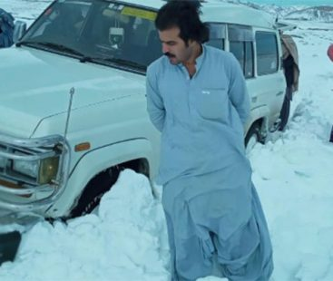 Young man from Kachlak rescues over 100 people trapped in Quetta snow
