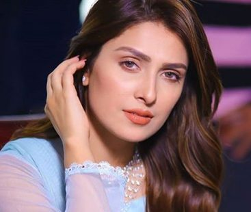 Ayeza Khan gives special message on Valentine's Day