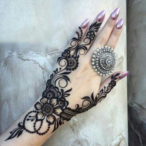 Black-Mehendi-Designs