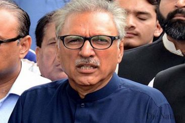 President Alvi receives doctor's wrath as he wears N-95 mask