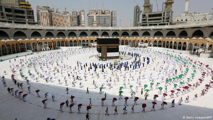 Starting October 4, Saudi will gradually resume Umrah