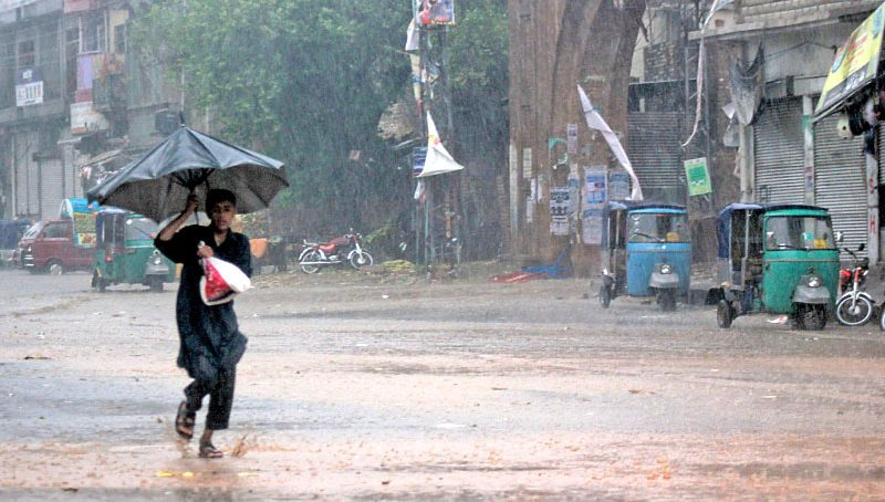 Heavy rains disrupt business in Karachi