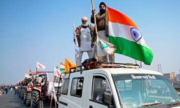Thousands of Indian farm protesters clash with police to plant flags at historic Red Fort