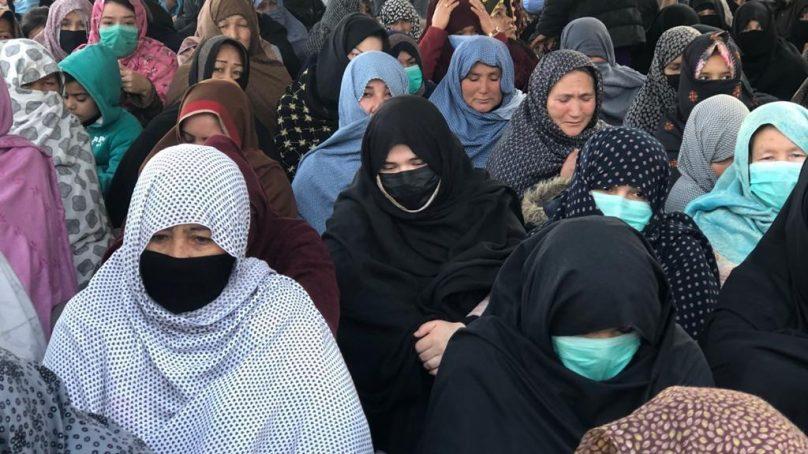 Hazaras continue their sit-in over Machh carnage