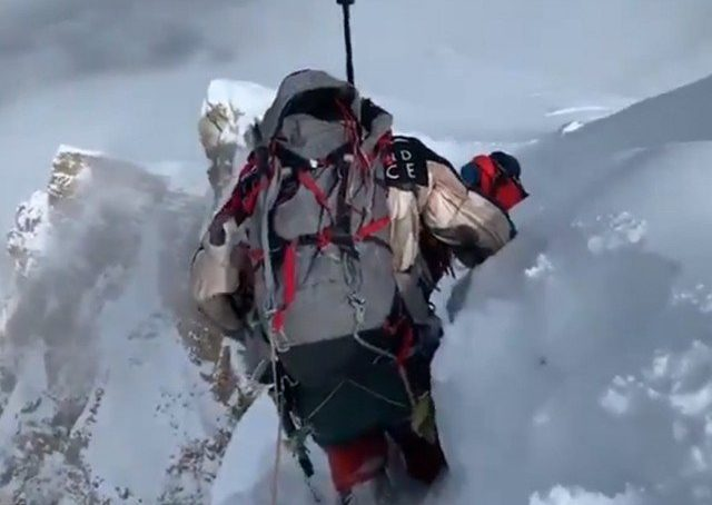 Pakistani climbers face difficulties in climbing K2