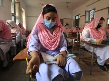 Pakistan school students mask_174c6382575_large 367x275