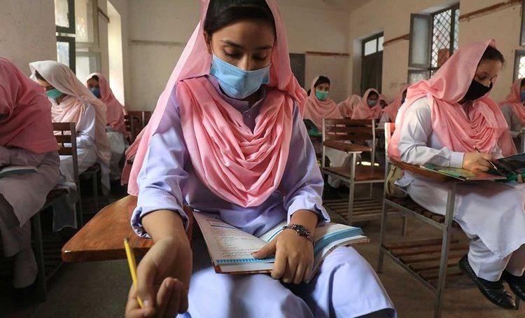 Pakistan school students mask_174c6382575_large 750x454