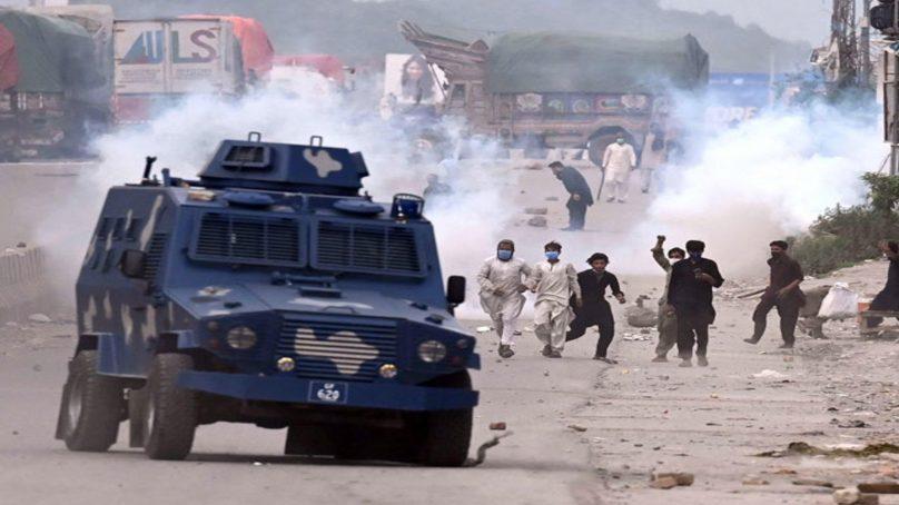 pak govt bans tehreek e labbaik pakistan amid violent anti france protests 808x454